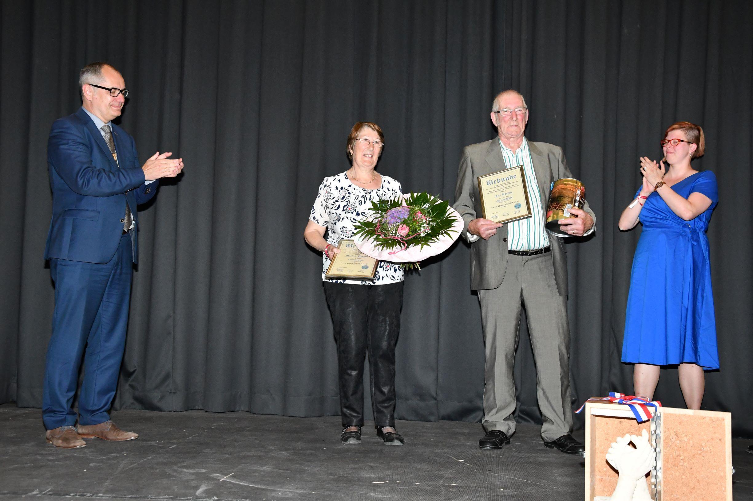 Guy und Martine Bonelle wurden für ihr ausergewöhnliches, jahrzehntelanges Engagement in der Städtepartnerschaft zu Ehrenmitgliedern des hiesigen Vereins ernannt